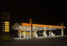 stazione di notte del gas Immagini Stock
