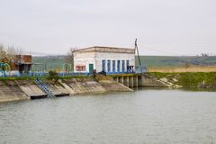 Stazione di pompaggio dell'acqua dell'impianto di irrigazione delle risaie Fotografia Stock Libera da Diritti
