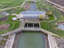 Stazione di pompaggio dell'acqua dell'impianto di irrigazione delle risaie Vista Fotografie Stock Libere da Diritti