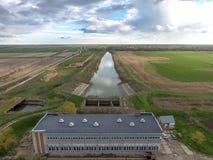 Stazione di pompaggio dell'acqua dell'impianto di irrigazione delle risaie Vista Fotografie Stock