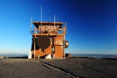 Stazione di radio sulla montagna Fotografie Stock Libere da Diritti