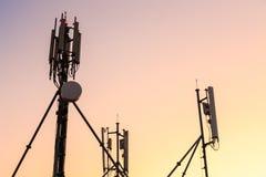 Stazione di radiodiffusione cellulare dell'antenna Immagini Stock Libere da Diritti