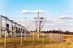 Stazione di relè di elettricità con l'isolante ad alta tensione ed il potere Fotografia Stock Libera da Diritti