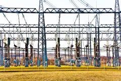 Stazione di relè di elettricità con l'isolante ad alta tensione ed il potere Immagini Stock Libere da Diritti