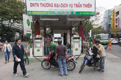 Stazione di servizio della motocicletta in Ho Chi Minh Fotografia Stock Libera da Diritti
