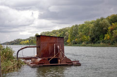Stazione di servizio di galleggiamento sul fiume Fotografia Stock Libera da Diritti