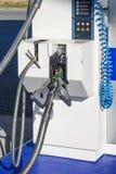 Stazione di servizio liquida del gas naturale per i veicoli facendo uso di un'alternativa a benzina fotografie stock libere da diritti