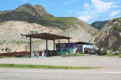 Stazione di servizio sul tratto di Chuysk fotografie stock libere da diritti