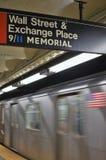 Stazione di transito del memoriale del segno NYC 9/11 del metropolitana di new york di Wall Street fotografia stock libera da diritti