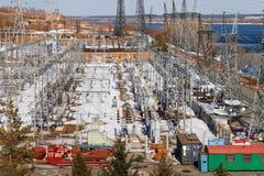 Stazione e fiume di energia elettrica Fotografie Stock Libere da Diritti