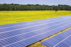 Stazione a energia solare su un campo in Brandeburgo Fotografia Stock Libera da Diritti