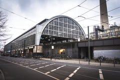 Stazione ferroviaria al centro urbano fotografia stock