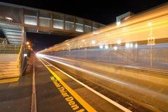 Stazione ferroviaria alla notte Immagine Stock