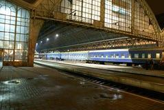 Stazione ferroviaria alla notte Immagini Stock Libere da Diritti
