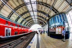 Stazione ferroviaria Berlino, Germania Immagini Stock