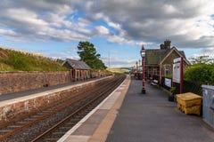 Stazione ferroviaria dell'ammaccatura, vallate di Yorkshire, Cumbria, Regno Unito immagine stock