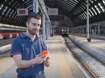 Stazione ferroviaria dell'uomo Immagine Stock Libera da Diritti