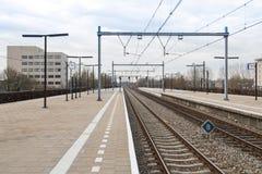 Stazione ferroviaria della piattaforma della città olandese Almere Fotografia Stock