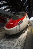 Stazione ferroviaria di arresto moderno del treno ad alta velocità Fotografia Stock Libera da Diritti