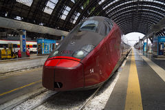 Stazione ferroviaria di arresto moderno del treno ad alta velocità Immagine Stock Libera da Diritti