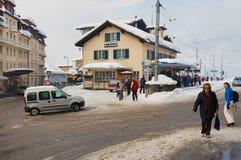 Stazione ferroviaria di Grindelwald nella regione Svizzera di Jungfrau in primavera Immagine Stock
