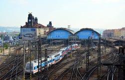 Stazione ferroviaria di Praga, treno dell'elefante della città immagini stock libere da diritti