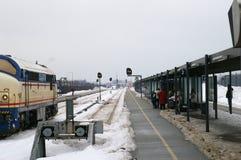 Stazione ferroviaria esterna in inverno Immagine Stock