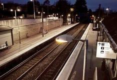 Stazione ferroviaria lunatica alla notte a Dublino Irlanda Immagini Stock