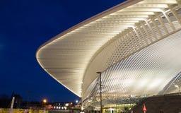 Stazione ferroviaria moderna alla notte Fotografie Stock