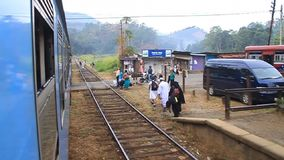 Stazione ferroviaria nel villaggio di Oya del tallone video d archivio