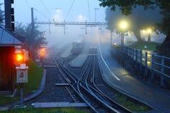 Stazione ferroviaria nell'alba Immagine Stock