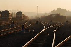 Stazione ferroviaria nell'alba Fotografia Stock Libera da Diritti