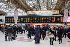 Stazione ferroviaria occupata immagine stock