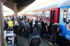 Stazione ferroviaria in pieno della gente Fotografia Stock
