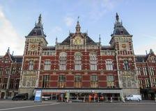 Stazione ferroviaria principale centrale a Amsterdam, Olanda, Paesi Bassi immagini stock libere da diritti