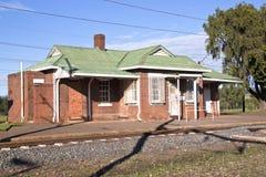 Stazione ferroviaria rurale in parti centrali, Kwazulu Natal, Sudafrica Immagine Stock