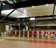 Stazione ferroviaria vuota del gates@ automatico del biglietto Immagine Stock