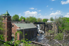 Stazione generatrice di forza motrice del vecchio mattone al fiume ed al patè di Passaic Immagini Stock