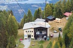 Stazione media della cabina di funivia di Goldeck Montagne delle alpi, Carinzia, Austria Fotografie Stock