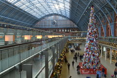 Stazione molle di St Pancras dell'albero di Natale del giocattolo Immagine Stock