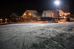 Stazione sciistica alla notte Fotografie Stock