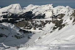 Stazione sciistica in alpi Immagini Stock Libere da Diritti
