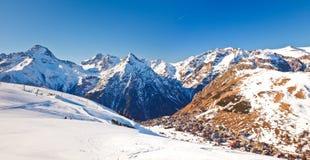 Stazione sciistica in alpi francesi Fotografie Stock Libere da Diritti