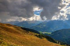 Stazione sciistica in alpi tirolesi in autunno, Austria Immagini Stock
