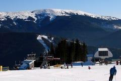 Stazione sciistica Bukovel della montagna in montagne carpatiche fotografia stock libera da diritti