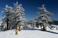 Stazione sciistica con neve fresca Fotografia Stock Libera da Diritti