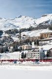 Stazione sciistica della montagna nell'inverno Stazione ferroviaria a Fotografia Stock