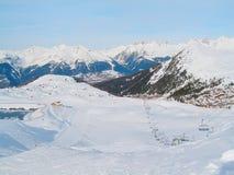 Stazione sciistica di inverno di Paradiski, città della Francia e vista aerea dei pendii Fotografie Stock