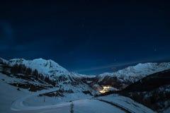 Stazione sciistica di Thuile della La alla notte Immagine Stock