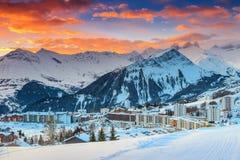Stazione sciistica famosa nelle alpi, Les Sybelles, Francia, Europa Immagini Stock Libere da Diritti